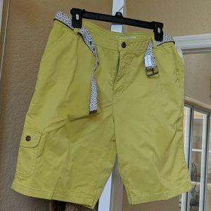 NWT stretch cargo shorts
